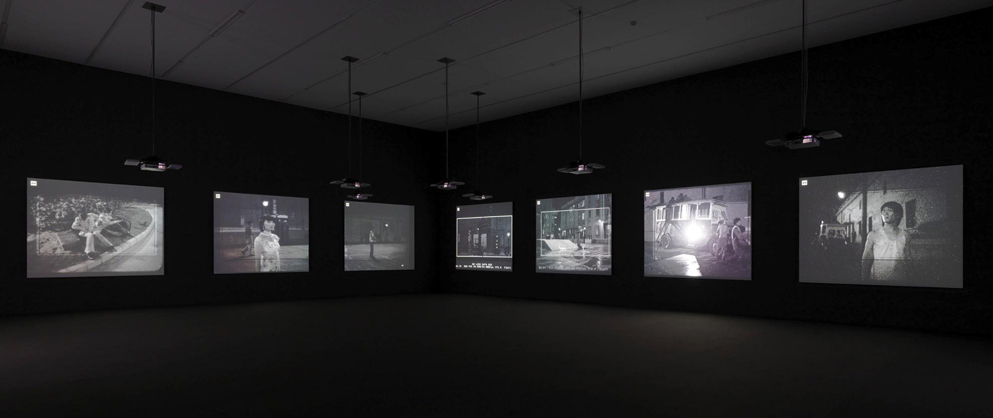 Vue d'une installation vidéo issue de l'exposition Yang Fudong Estranged Paradise. Works 1993 – 2013 à la Kunsthalle de Zürich