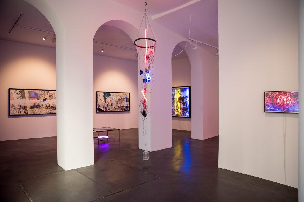 Vue de la galerie Nathalie Obadia lors de la dernière exposition de  Joris Van de Moortel à l'espace du Cloître Saint-Merri, Photographie: ©Calque Bleu (Khouloud Matar-Kasaa)