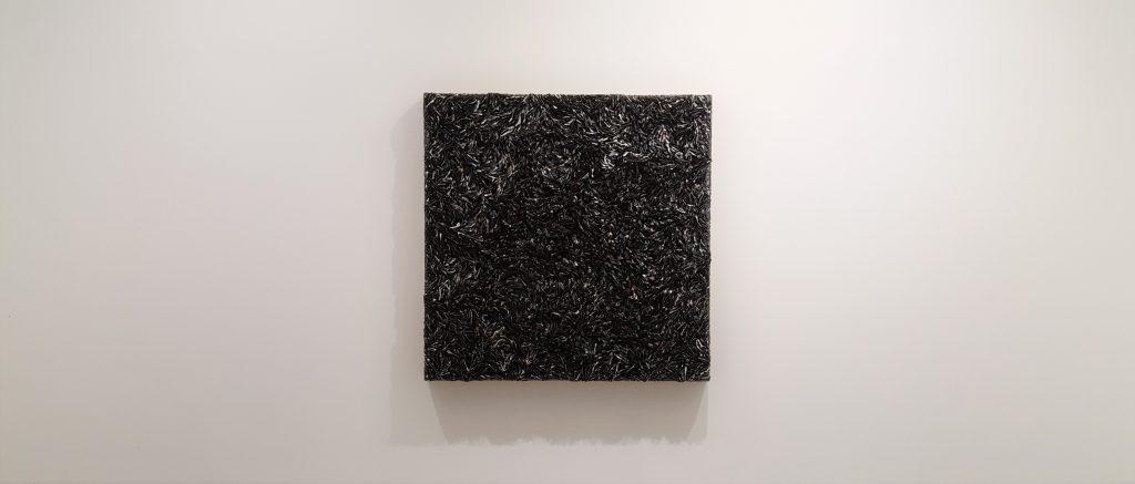 Oeuvre de l'artiste coréen Kim Chun Hwan, dans la lignée du mouvement Dansaekhwa.